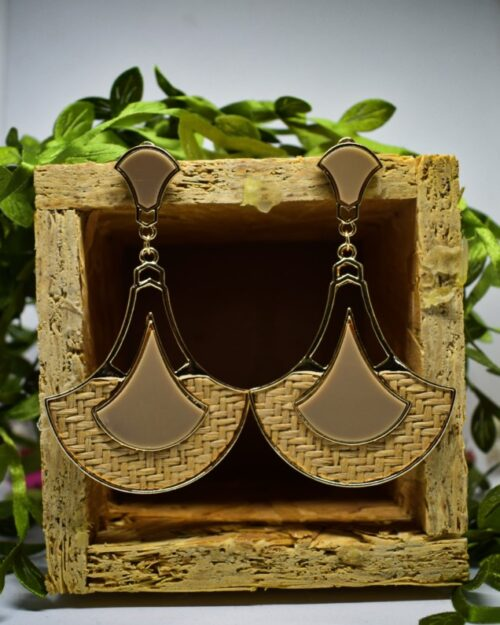 metal earrings beige - yosoberry